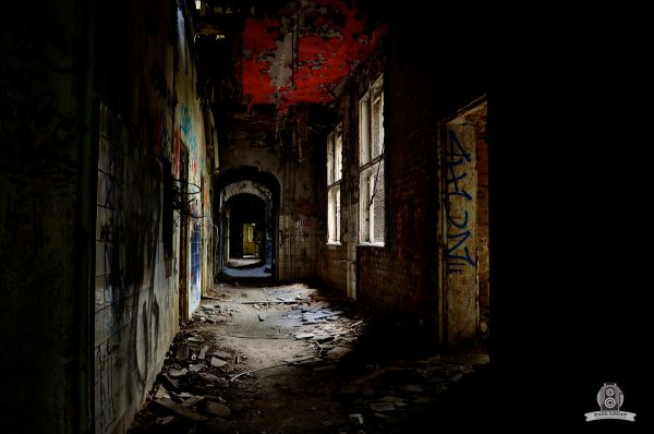 Corridor to nowhere – URBEX © Paul LECAT Photography