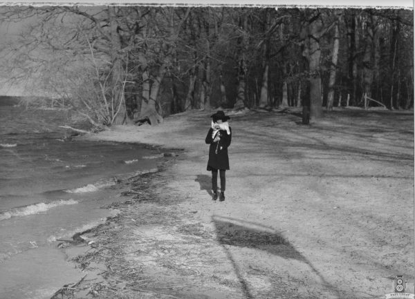 Karla standing in the winter – Analog photography