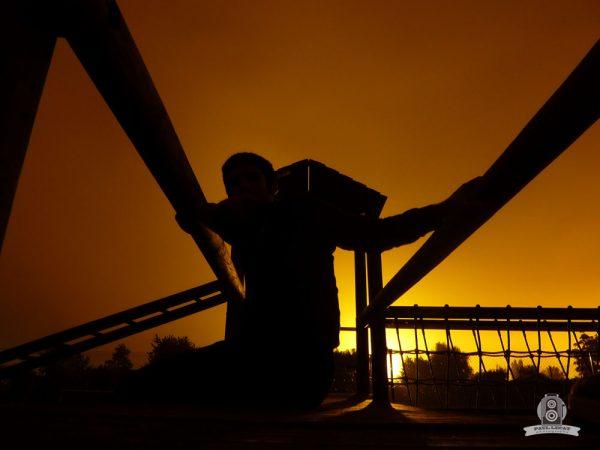 Nighty – man at dusk