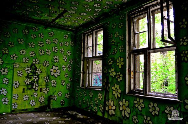 Joyful wall – URBEX © Paul LECAT Photography